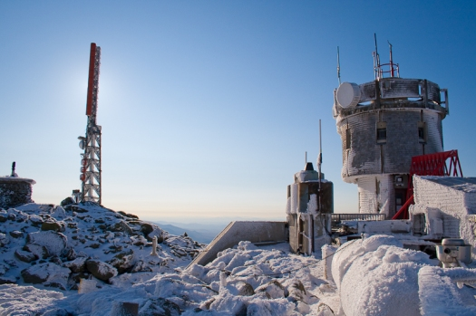 mount washington observatory weather station snow scientists blue sky wind