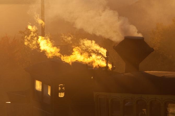locomotive cog railway mount washington sunset light beautiful travel smoke steam